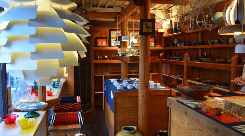 Pechika - A folk crafts shop in Takamatsu