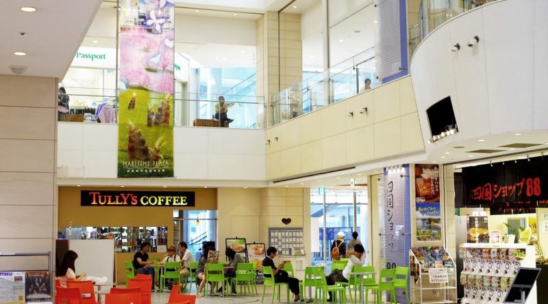 休閑廣場 - 規模較大的特産店、雜貨店、餐廳等 - 高松的美食