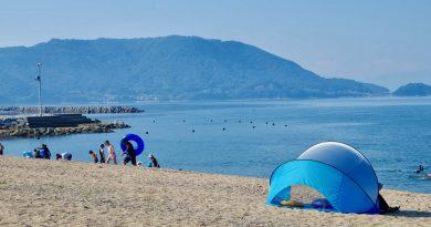 在夏天的瀨戶內海奔馳 津田松原海水浴場